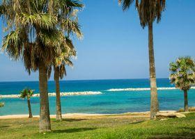 Петзвезден 1 и 24 май на брега на морето в Пафос – о.Кипър